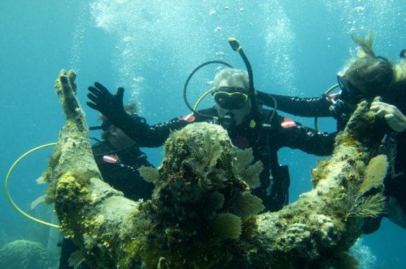 scuba statue underwater